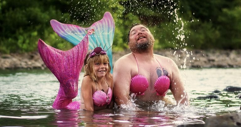 8-Year-Old Asks Her Dad To Join In On Her Mermaid-Themed Birthday Photo Session & He Gives Her An Unforgettable Memory